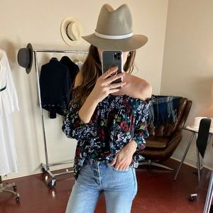 (BEACH RIOT) Off The Shoulder Floral Tank
